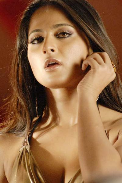 Anushka Shetty in Golden Top, Latest Anuskha Real Time Pictures