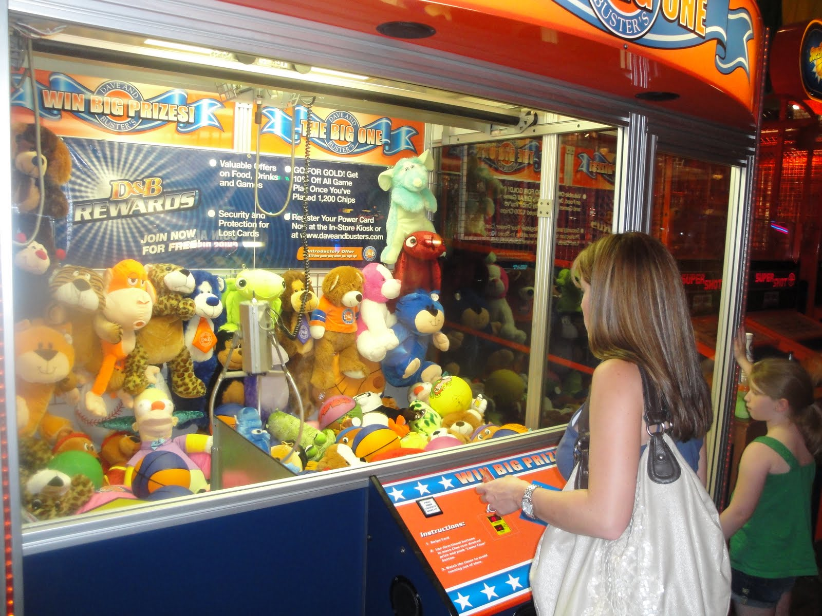 dave and busters big claw machine