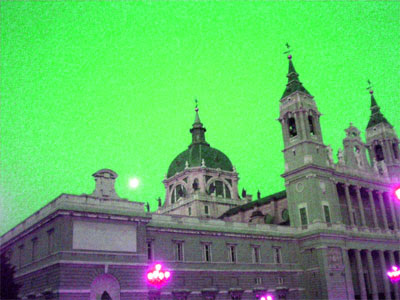 El Palacio Real en un Madrid translúcido
