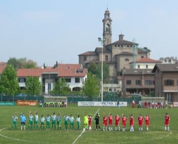 L'ingresso in campo delle due squadre.