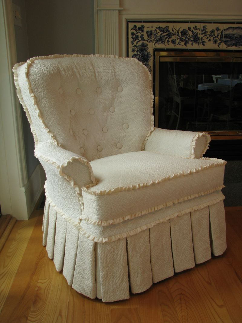This One Also Has The Snap On Tufted Back, But What Makes It Really Pretty  Is The Use Of Small Ruffles In Place Of Welt On The Seam Lines.