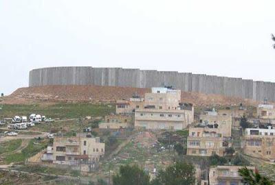 http://1.bp.blogspot.com/_rl0N1IJv-p8/R_AaAFY-mbI/AAAAAAAAB-U/-fKSCIAZFiY/s400/abu_dis_wall_8582.jpg