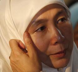 Wan Azizah Menderita Kerana Anwar.