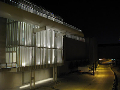 Renzo Piano Modern Wing Art Institute Chicago Nichols Bridgeway at night