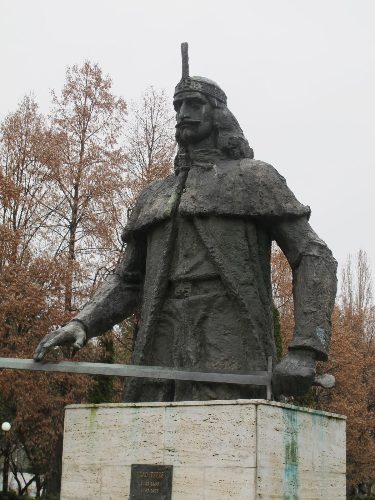 Vlad Tepes Statue in Sighisoara / Schäßburg • HolidayCheck