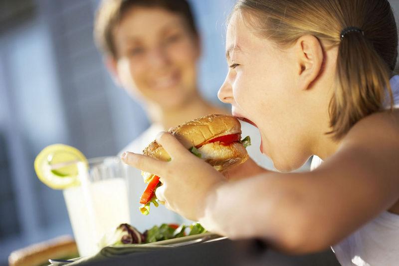 Children eat Junkfood