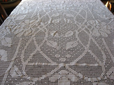 Free Crochet Rectangular Filet Tablecloth pattern