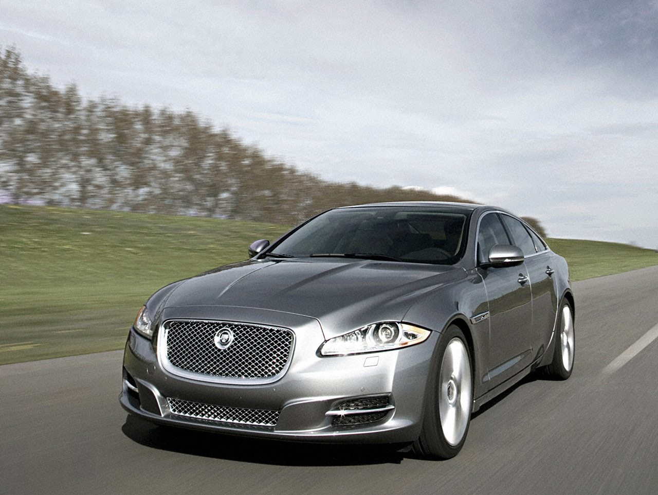 anti bullet car jaguar xj sentinel. Black Bedroom Furniture Sets. Home Design Ideas