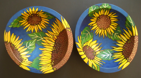 [2+bowls+-+close+sunflowers]