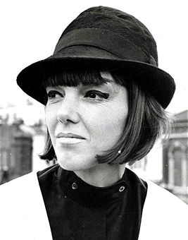 how did mary quant influence the 1960s essay Mary quant opened bazaar quant was influenced by chelsea beatniks and dance outfits the 1960s was a decade of sweeping change throughout the fashion world.