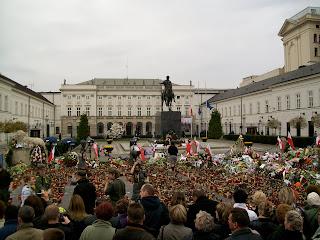 Poland President Lech Kaczynski mourning Kaczynscy sign Warsaw Warszawa