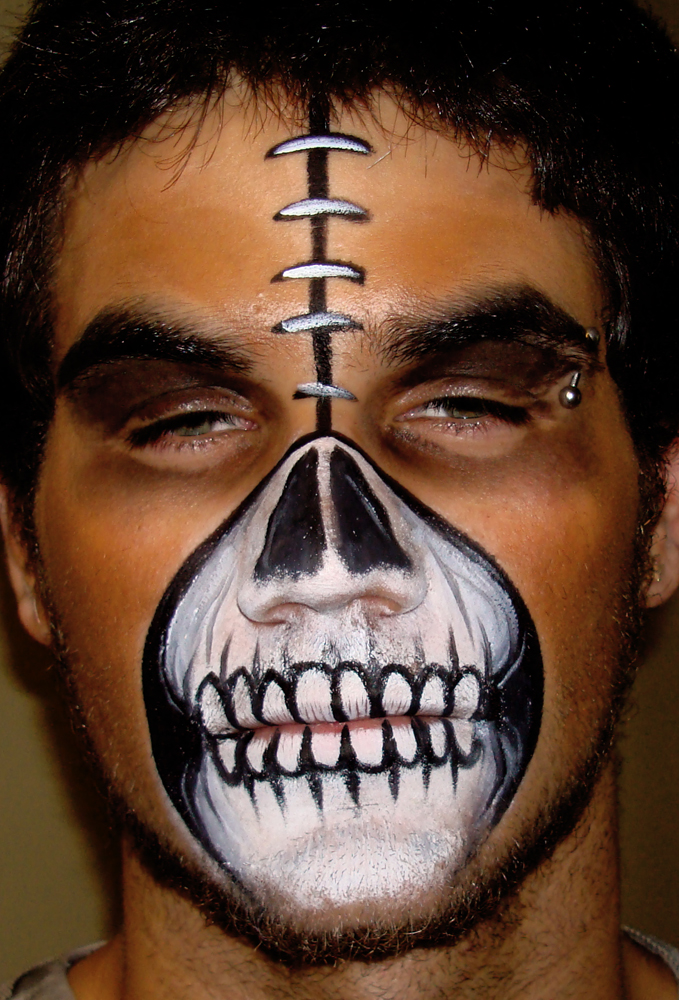 Scary Halloween Face Painting http://bodypaintingmax.blogspot.com/2010/10/halloween-face-painting-3.html