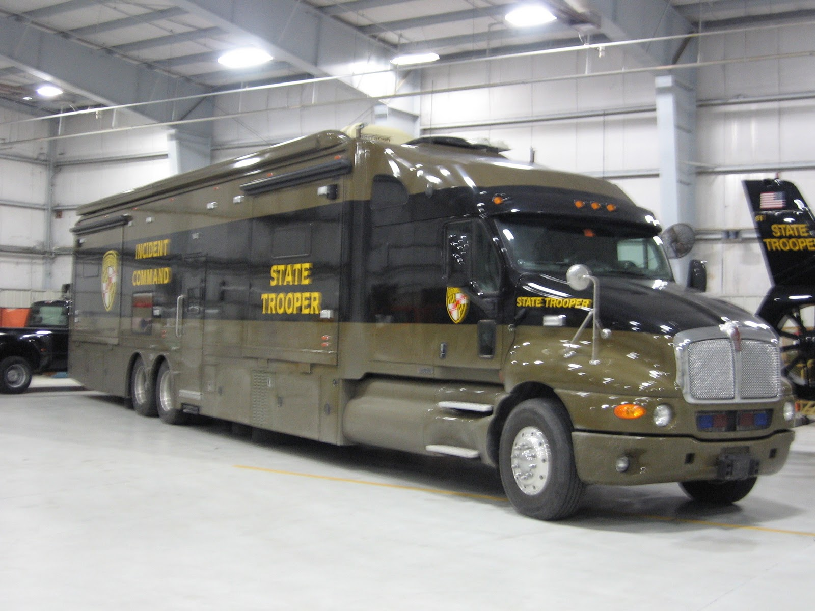 1 million dollar motorhome pictures to pin on pinterest for Million dollar motor coaches