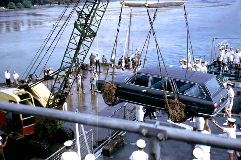 [17_Tonga__unloading_gift_from_Fiji_to_King._Alan_Whicker_on_jetty_July_1967]