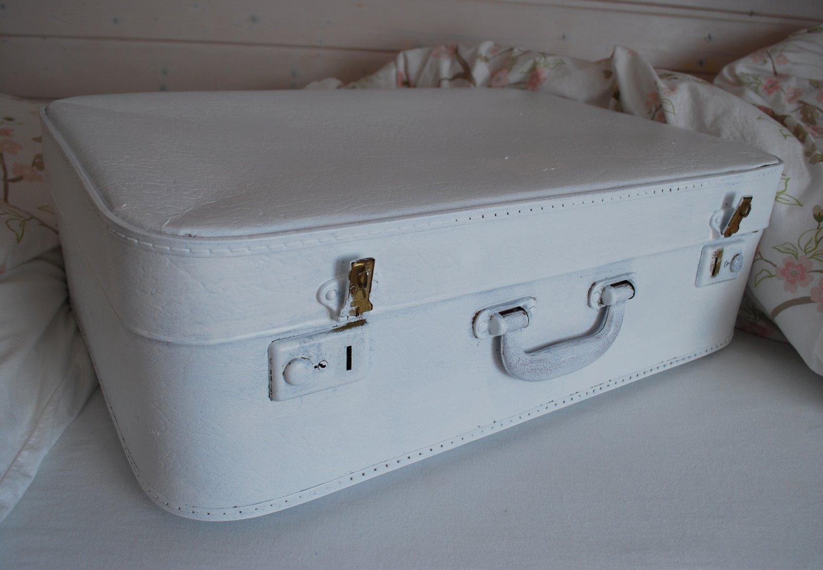 Mamas kram alter koffer in neuem kleid - Alte koffer dekorieren ...