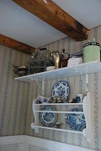 Romantisk efterbild Köket gammal fin tapet och spegelvägg