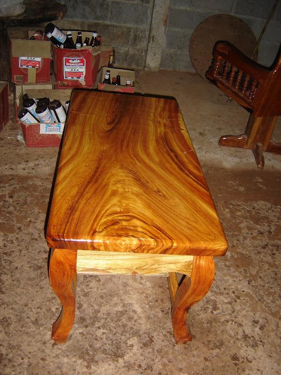 โต๊ะกลางไม้แผ่นเดียว
