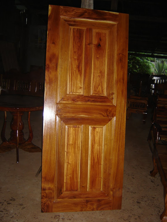 ประตูไม้มะค่า