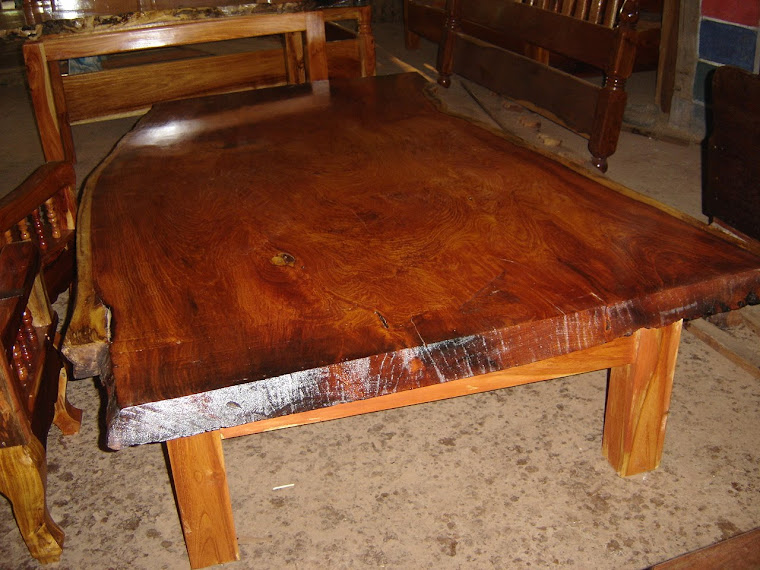 โต๊ะไม้ธรรมชาติ