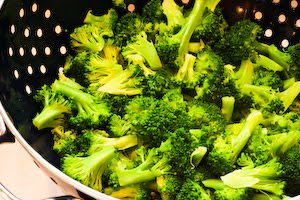 Recipe for Broccoli Gratin with Swiss and Parmesan (plus 10 More Broccoli Recipes for Thanksgiving) found on KalynsKitchen.com