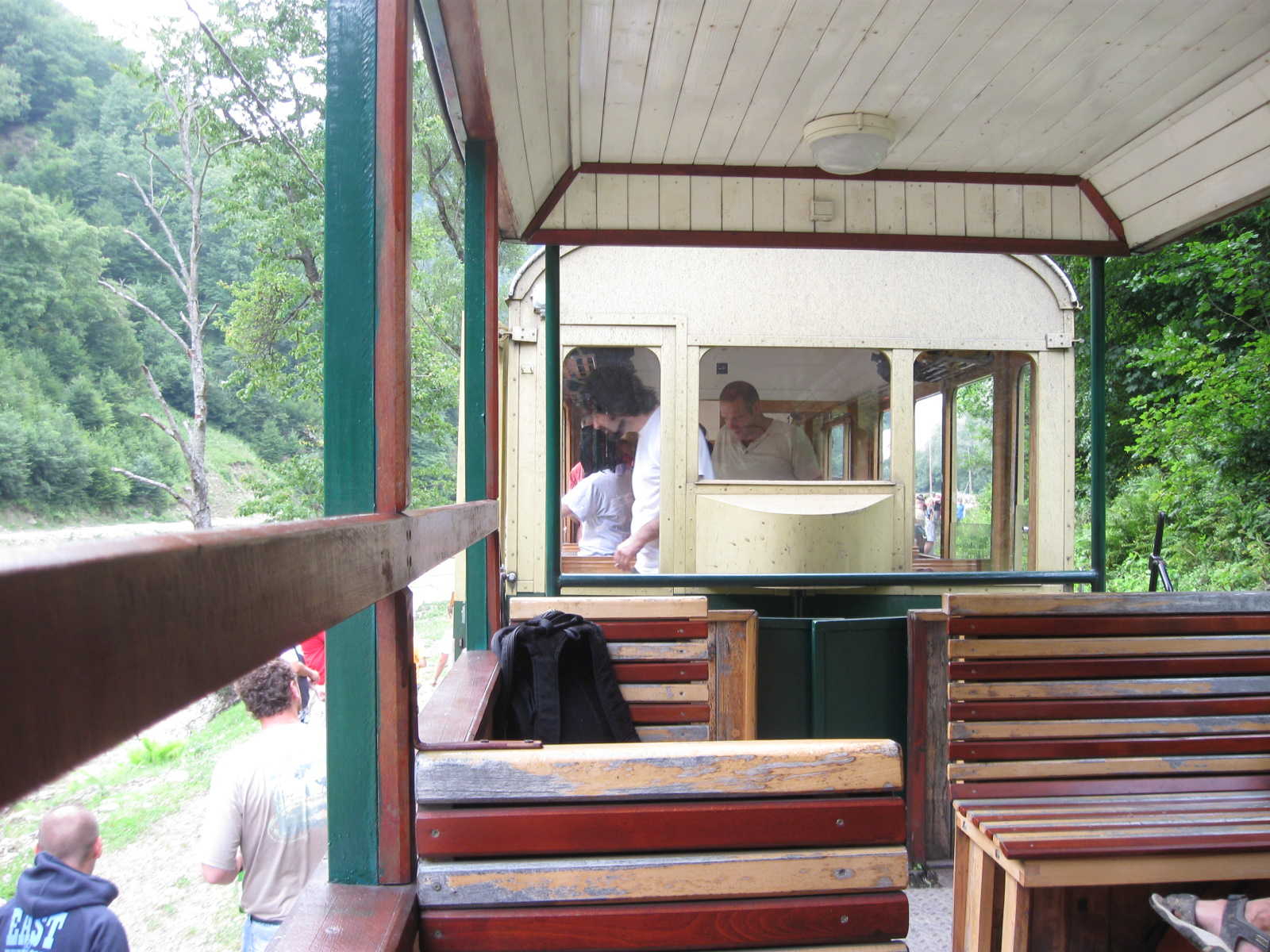 http://1.bp.blogspot.com/_s0KvrMgP5bs/TGmW9qMDIpI/AAAAAAAAAj4/3w4z0v2JOMo/s1600/scenes+from+a+train+006.JPG