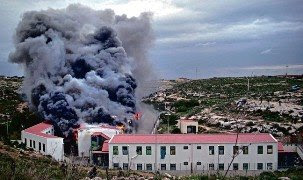 Fire in Lampedusa's camp