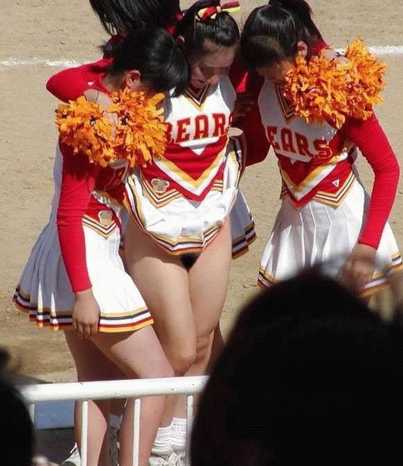 Accidental nude cheerleader