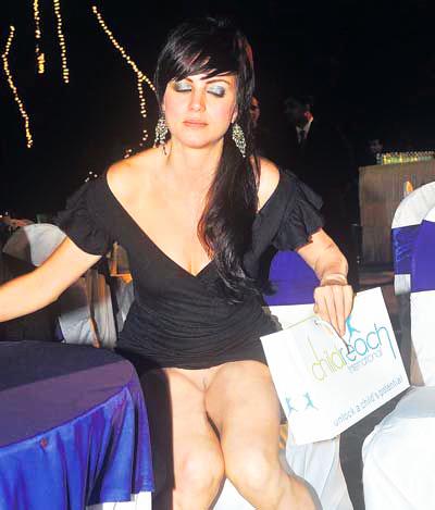 tharki ghalib yana gupta wardrobe malfunction uncensored