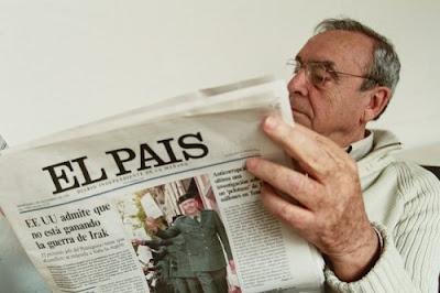 funcionarios leyendo el periódico