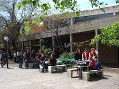 ENCUENTRO COROS , en la previa.... en el patio ALAMOS del liceo DAU