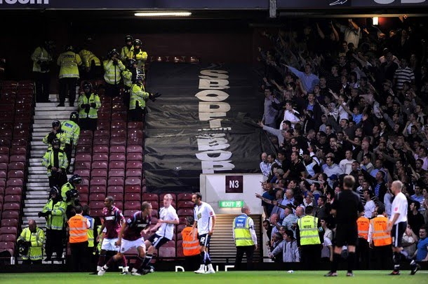 London is burning - Page 29 Westham-millwall-12