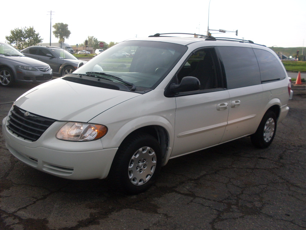 ride auto 2003 chrysler town and country lx 7 passenger quads 3 3. Cars Review. Best American Auto & Cars Review