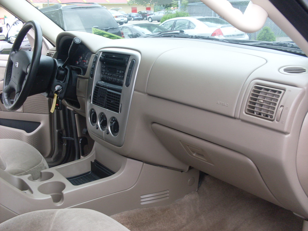 ride auto  ford explorer xlt  door  passenger seating   row