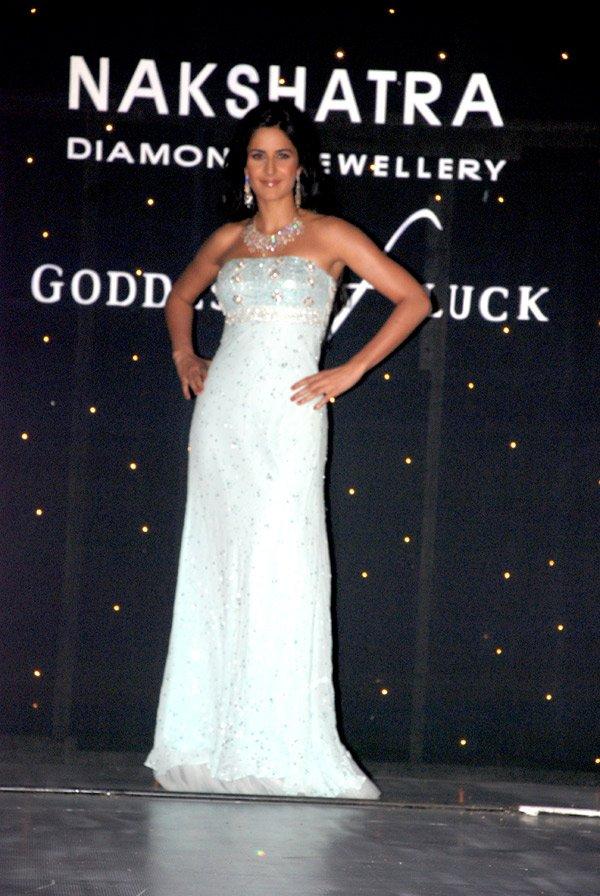 , Katrina Kaif On The Ramp for Nakshatra Jewellery