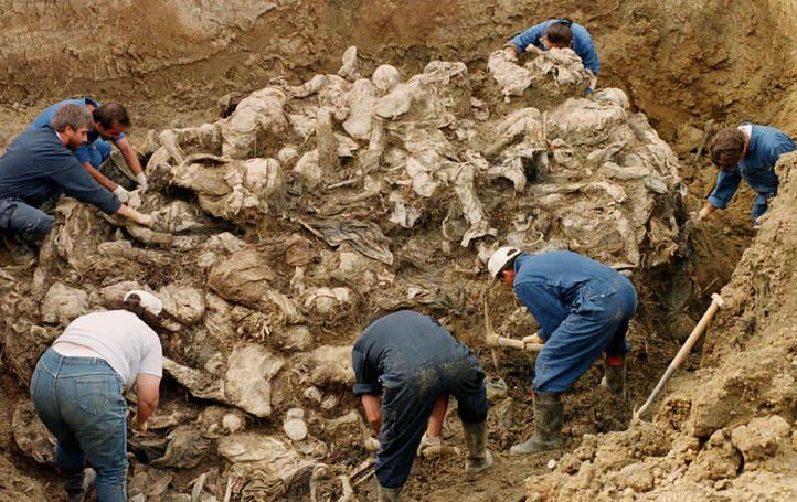 http://1.bp.blogspot.com/_s6zY8-yAuYc/RpcP5mKNZjI/AAAAAAAAAdw/uNn5OaoRxdE/s1600/Srebrenica+Genocide+Massacre+July+11+1995.jpg