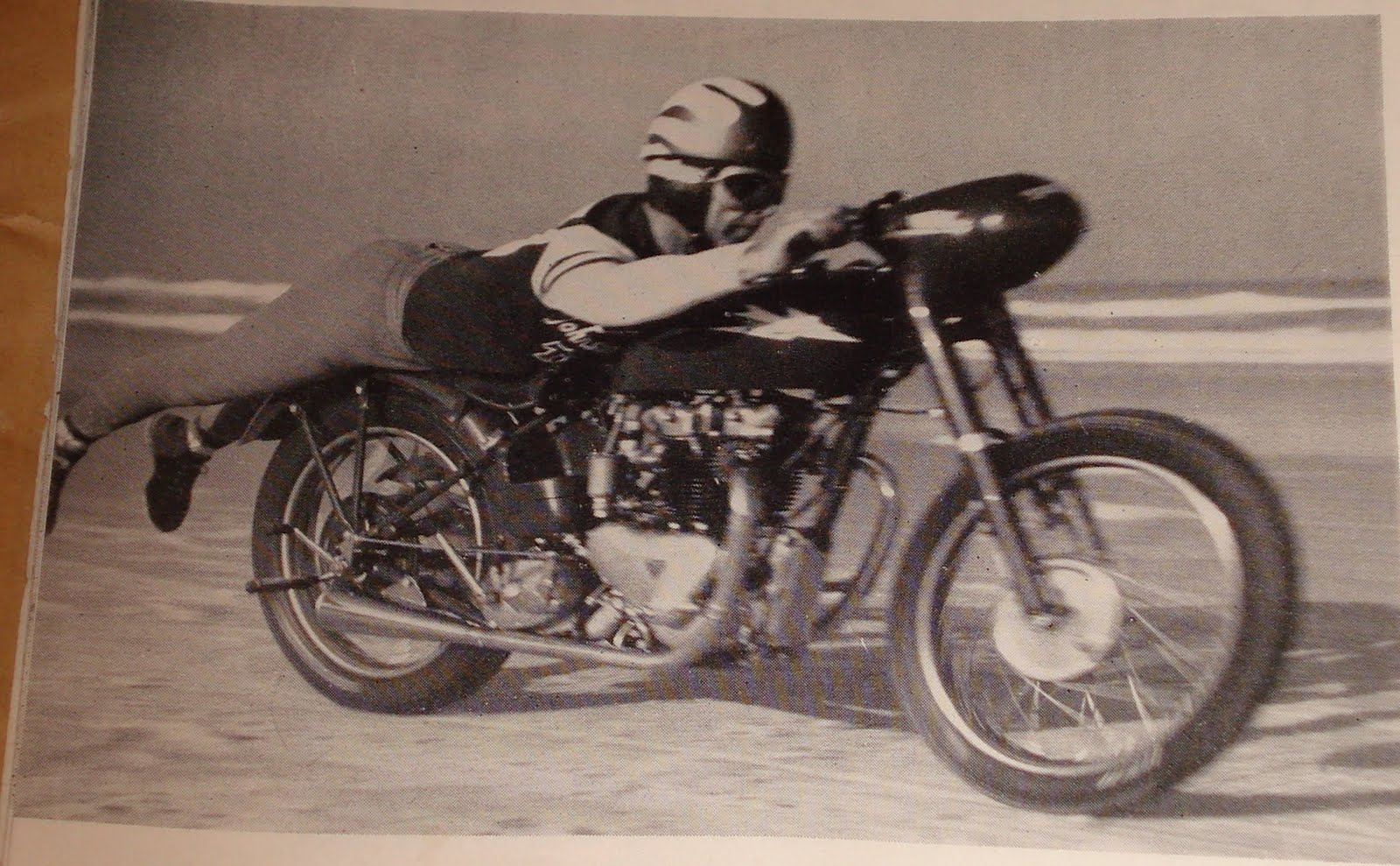 Nostalgia On Wheels Triumph Johnson Motors Bonneville