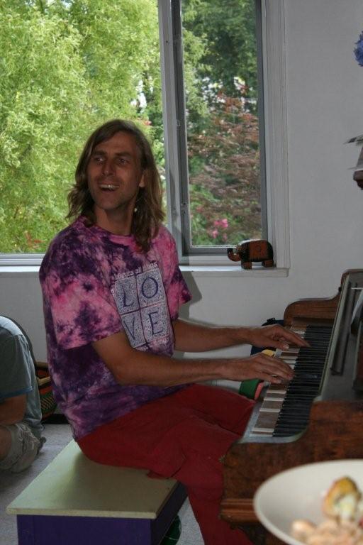 [rick+at+piano]