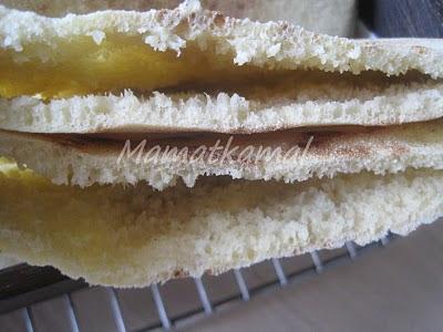 Batbout (بتبوت) ou Toghrift (توغريفت) ou M'kham'r ou M5amr ou Mkhamar (مخمر) est parmi des nombreux pains marocains traditionnels et originals qui existent. 1d
