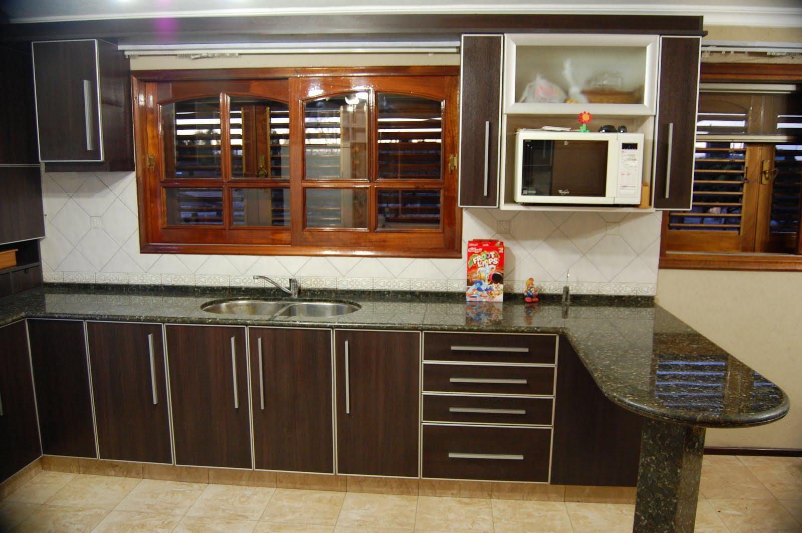 Muebles de cocina de roble y encimera de granito en Ávila  - fotos de muebles de cocina de roble