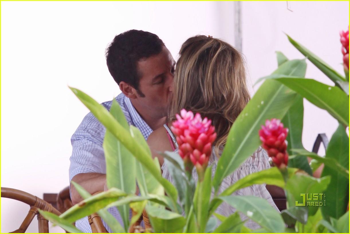 http://1.bp.blogspot.com/_sBBi-c1S7gU/S-EXdJudsZI/AAAAAAAAMec/RMwsb87wTwE/s1600/jennifer-aniston-adam-sandler-kissing-07.jpg