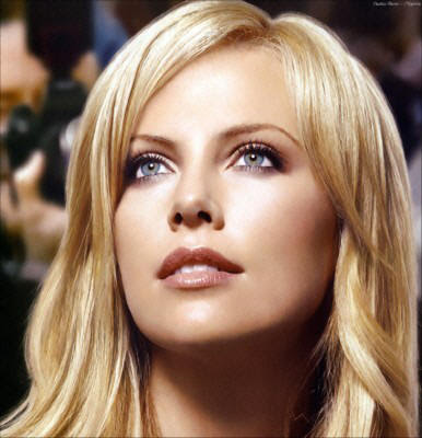 Charlize Theron latest hairstyles pictures in 2010