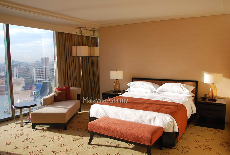Bay Hotel Deluxe Room Review