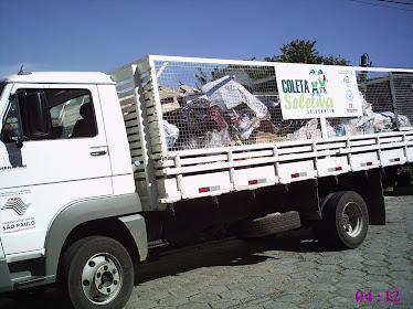 Um dos caminhões da coleta seletiva
