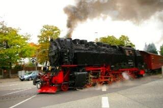 ヴェルニゲローデを走るハルツ狭軌鉄道の蒸気機関車