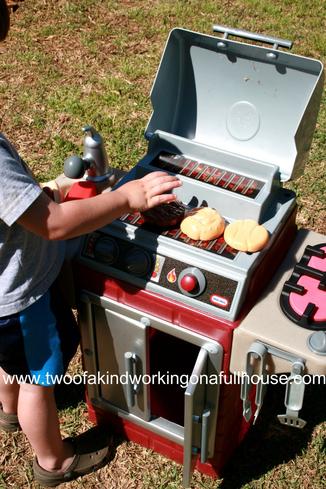 little tikes backyard barbeque get out u0027n u0027 grill review and