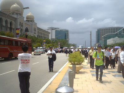 start of the March of Justice from the Palace of Justice to the Prime Minister Department