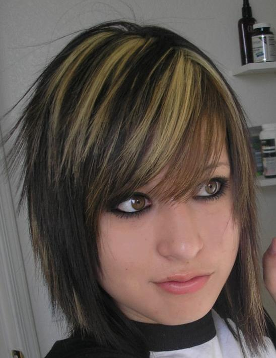 brown hair with blonde streaks in bangs. rown hair with londe