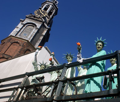 Statues of Liberty by Munttoren