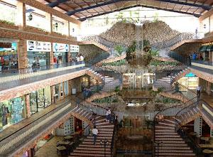 Centro Ciudad Comercial La Cascada