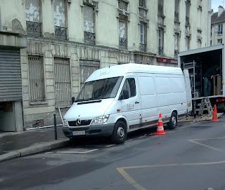 Rue des Poissonniers, Paris. Tournage du film La Femme du Ve, avec Ethan Hawkes © Harry Fandor